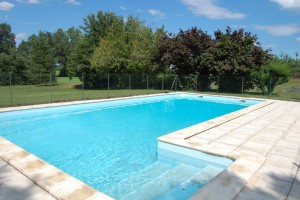 5_ La piscine gite Argémi